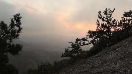enevoado : Timelapse sunrise in the mountains. Noviy Svet, Crimea, Ukraine Vídeos