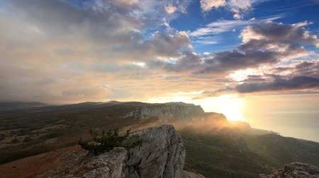 Украина : 4K. Timelapse sunrise in the mountains Ai-Petri. Alupka, Crimea, Ukraine. FULL HD, 4096x2304.