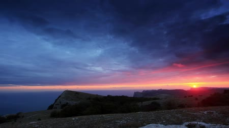 Украина : 4K. Timelapse sunset in the mountains Merdven-Kayasy. Crimea, Ukraine. FULL HD. 4096x2304.