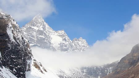 montar : Movement of the clouds on the mountains Cho Oyu, Himalayas, Nepal. FULL HD Stock Footage