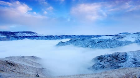 pico da montanha : Movement of the clouds on the mountains, Northern Caucasus, Russia. FULL HD