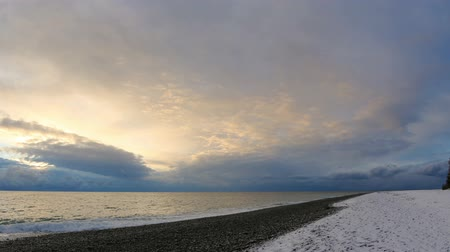 horizonte sobre a água : Sunrise over the Black Sea. Pitsunda, Abkhazia, Full HD
