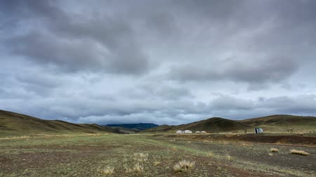 préri : Clouds over the mountains Gurvan Saikhan of southern Mongolia. Full HD.