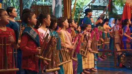 diváků : Concert show in Saung Angklung Mang Udjo (Bandung, Indonesia) - museum, school, and theater of Sundanese culture and music