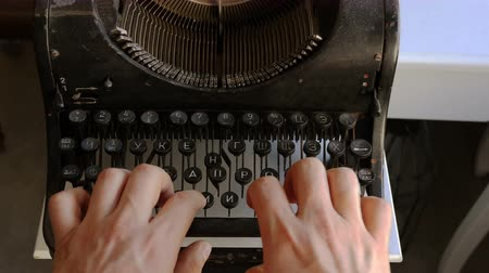 tipo : Man printing text with the typewriter, closeup view