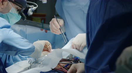 instrumento : Surgeons during a open heart surgery