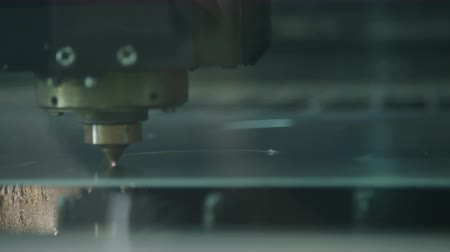 gravura : CNC Laser cutting a metal plate in a manufacturing facility
