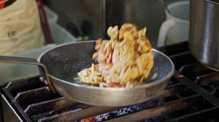 plivat : Slow motion of shawarma cooking in a frying pan