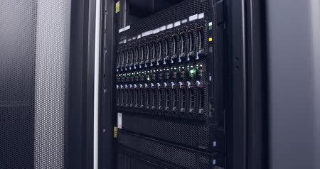 поставщик : close up of blinking light in a data center servers Стоковые видеозаписи