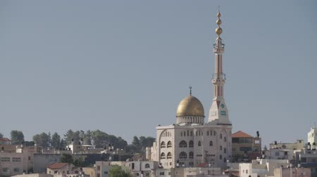palestina : Overview of an Arab city in Israel with a large mosque rising above