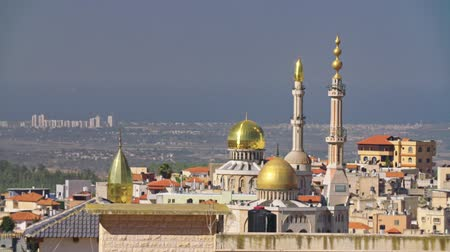 hilâl : Large islamic Mosque with golden turrets in an muslim city