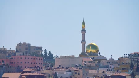 mesquita : Overview of an Arab city in Israel with a large mosque rising above