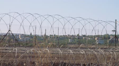 bariéra : Border fence between Israel and West Bank. barbed wire electronic fence.