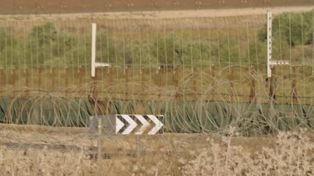 palestina : Border fence between Israel and West Bank. barbed wire electronic fence.