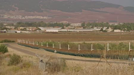 パレスチナ : Border fence between Israel and West Bank. barbed wire electronic fence.