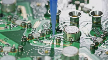 полупроводник : Close up of glue application on a large circuit board