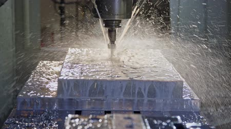 makineleri : Slow motion of CNC mill manufacturing an advanced metal part