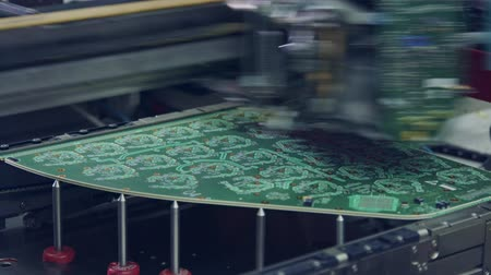ellenállás : Surface Mount Technology SMT Machine places components on a circuit board