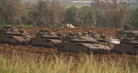 бронированный : Gaza, March 30, 2019. IDF tanks lined up in combat formation near the border