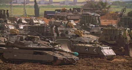 palestina : Gaza, March 30, 2019. IDF tanks lined up in combat formation near the border