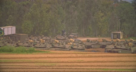 blindado : Gaza, March 30, 2019. IDF tanks lined up in combat formation near the border