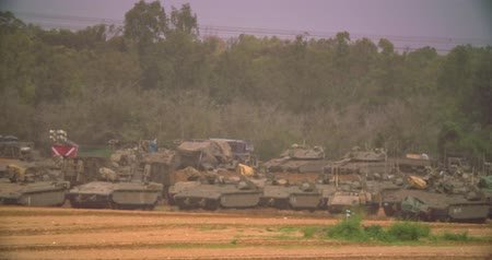střela : Gaza, March 30, 2019. IDF tanks lined up in combat formation near the border