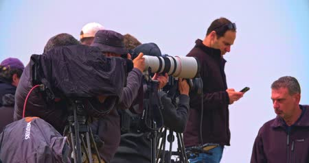 guerra : Gaza, March 30, 2019. Photographers and cameramen on a hill near the border