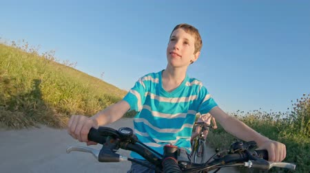 bisikletçi : POV of a young boy enjoying a bicycle ride on the rural countryside