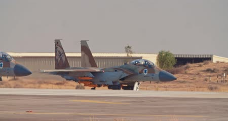 авиашоу : Israeli Air Force F-15 taxiing on the runway before takeoff