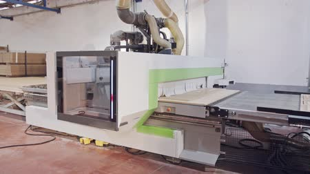 meubelmaker : Automated wood processing machine in a furniture manufacturing facility