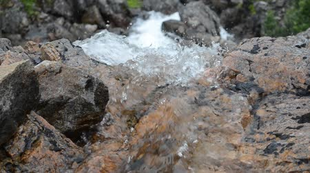 чистый : fresh clean mountain water flow in summer