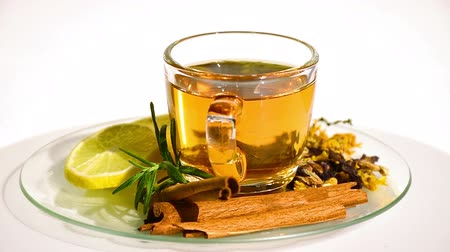 občerstvení : Herbal tea with tea leaves, dried chrysanthemum, pea flowers, favoring with cinnamon and lemon. Herbal tea mostly use for prevents cold and moisten the throat.
