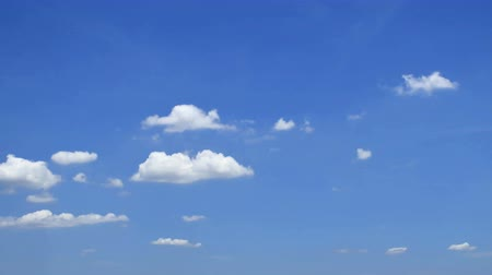 ozón : Movement of cloud in summer sky, time lapse motions.