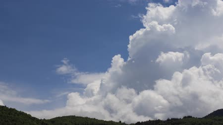 ações : Timelapse of cumulo nimbus clouds in Pyrenees, Aude in southern of France