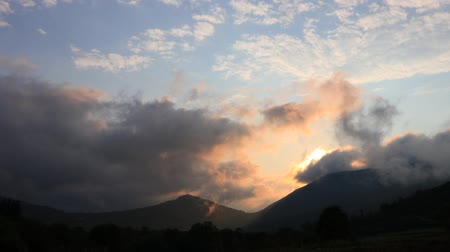 biodiverzitás : Time lapse of sunset and shining sun in Pyrenees, Aude in the south of France