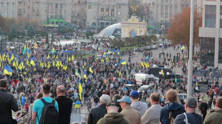 fratellanza : Kyiv, Ukraine 14 oct 2019. Maidan. High point overlook on crowd protesting against Minsk Protocol and Steinmeier Formula Filmati Stock