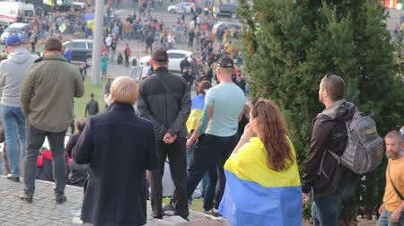 obránce : Kyiv, Ukraine 14 oct 2019. Maidan. High point overlook on crowd protesting against Minsk Protocol and Steinmeier Formula Dostupné videozáznamy