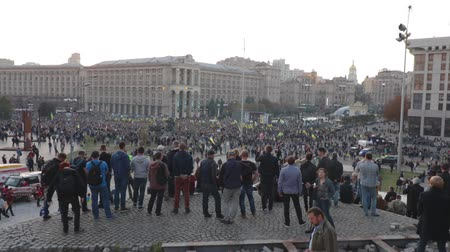 político : Kyiv, Ukraine 14 oct 2019. Maidan. High point overlook on crowd protesting against Minsk Protocol and Steinmeier Formula Vídeos