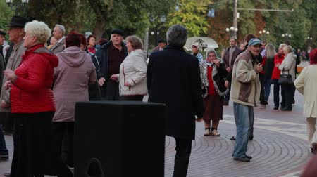 ohnutý : Chernihiv, Ukraine 22 spt 2019. Mature man is enjoying the retiree dancing party at the park