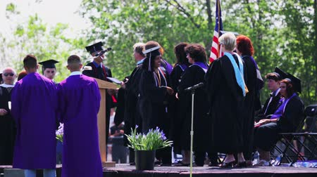 градация : Denver, Colorado, USA-May 31, 2014. Graduation ceremony at Mapleton Public Schools.
