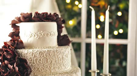 perene : Gourmet tiered wedding cake as centerpiece at the wedding reception.