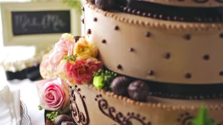 формальный : Gourmet tiered wedding cake at wedding reception.