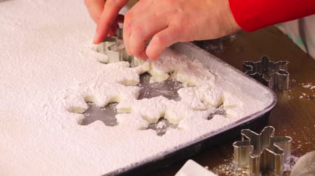 shovívavost : Cutting out marshmallows in shapes of snowflakes for garnishing hot chocolate.