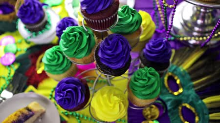 díszítés : Table decorated for Mardi Gras party.