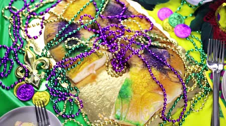 burmak : Table decorated for Mardi Gras party.