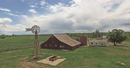 ahır : Aerial view of 17 mile House Farm Park in Parker Colorado.