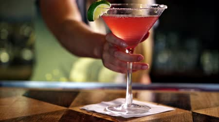 ital : Bartender preparing Cosmopolitan drink for customer.
