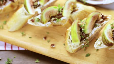 bruschetta : Fig bruschetta with organic California figs on cutting board. Stock Footage