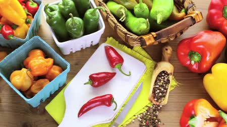 bitkisel : Variety of fresh organic peppers on the table.