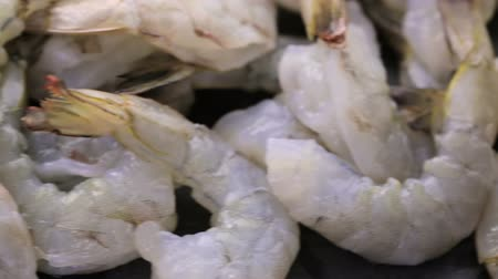 descamação : Raw ingredient for preparing corn risotto with roasted shrimp. Stock Footage